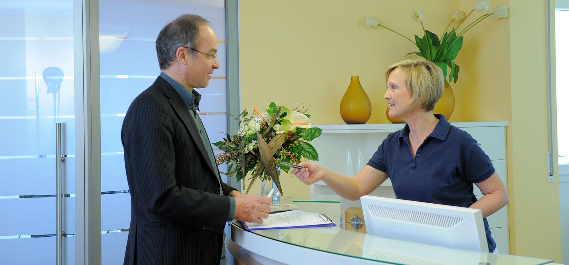 Wir begrüßen Sie in der Zahnarztpraxis Schmidbauer in Dingolfing